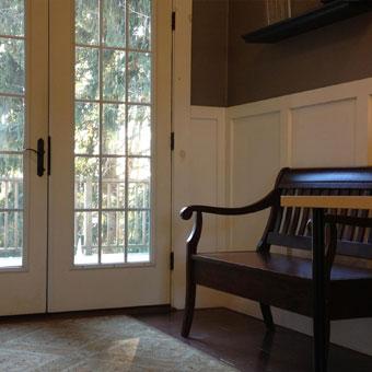 Entryway sitting area